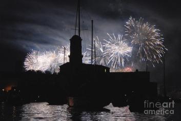 fireworks-over-marseilles-vieux-port-on-july-14th-bastille-day-sami-sarkis