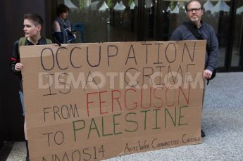 1408074366-activists-in-chicago-protest-police-shooting-in-ferguson-missouri_5523394