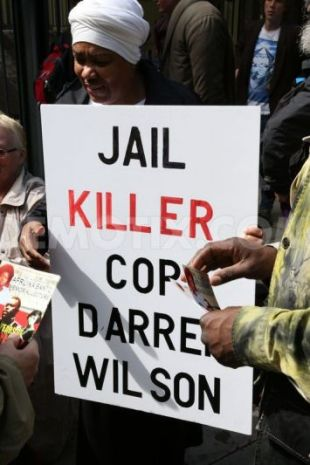 1408329470-protests-in-london-over-shooting-dead-of-michael-brown-in-ferguson_5543371
