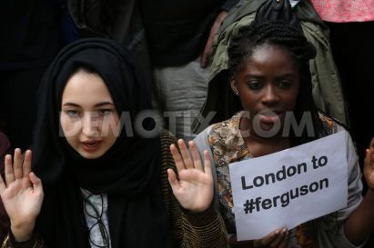 1408329474-protests-in-london-over-shooting-dead-of-michael-brown-in-ferguson_5543351